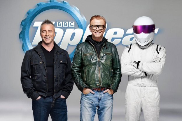 Matt LeBlanc y Chris Evans, con el misterioso piloto 'The Stig'. :: discovery channel/