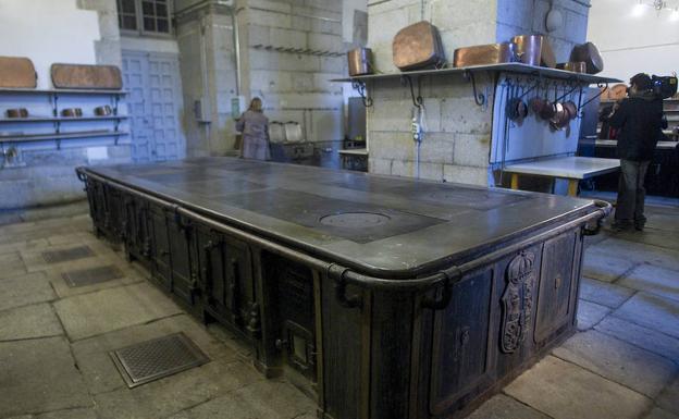 Hasta la cocina en el palacio real la rioja for Fabrica de cocinas madrid