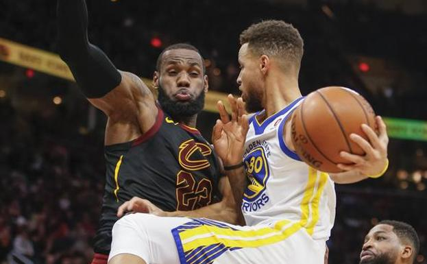 LeBron James y Stephen Curry. /Afp