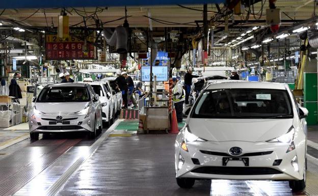 Toyota revisará casi 2.5 millones de vehículos híbridos por falla