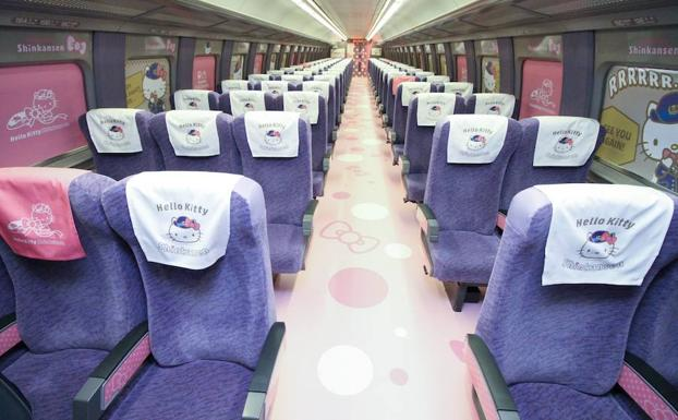 Vista del tren basado en Hello Kitty. /AFP