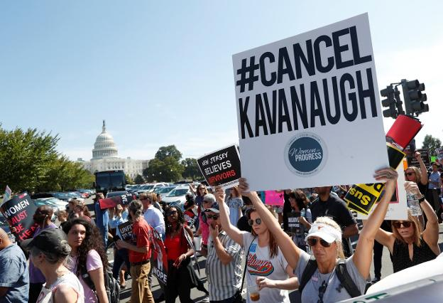 Multitudinaria protesta ayer en Washington contra la nominación del juez Kavanaugh. :: K. L. / reuters/