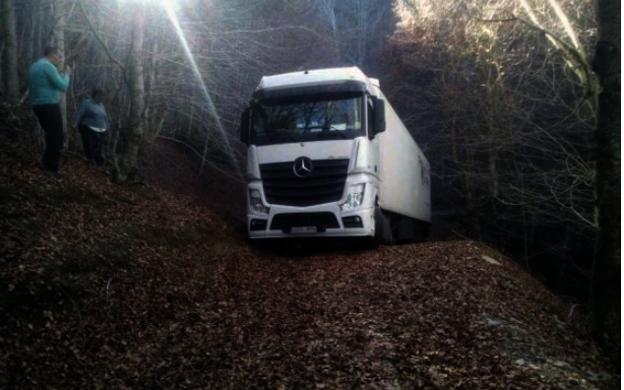Noviembre de 2015: un camionero que iba de Murcia a Letonia acaba en Monte Hondo (Ezcaray)