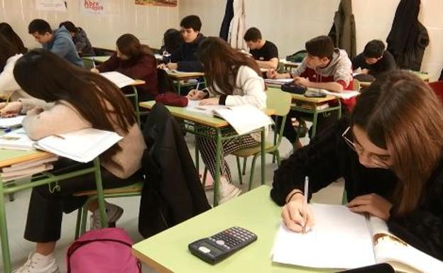 Setecientas familias se quedan sin el cheque del Bachillerato en La Rioja