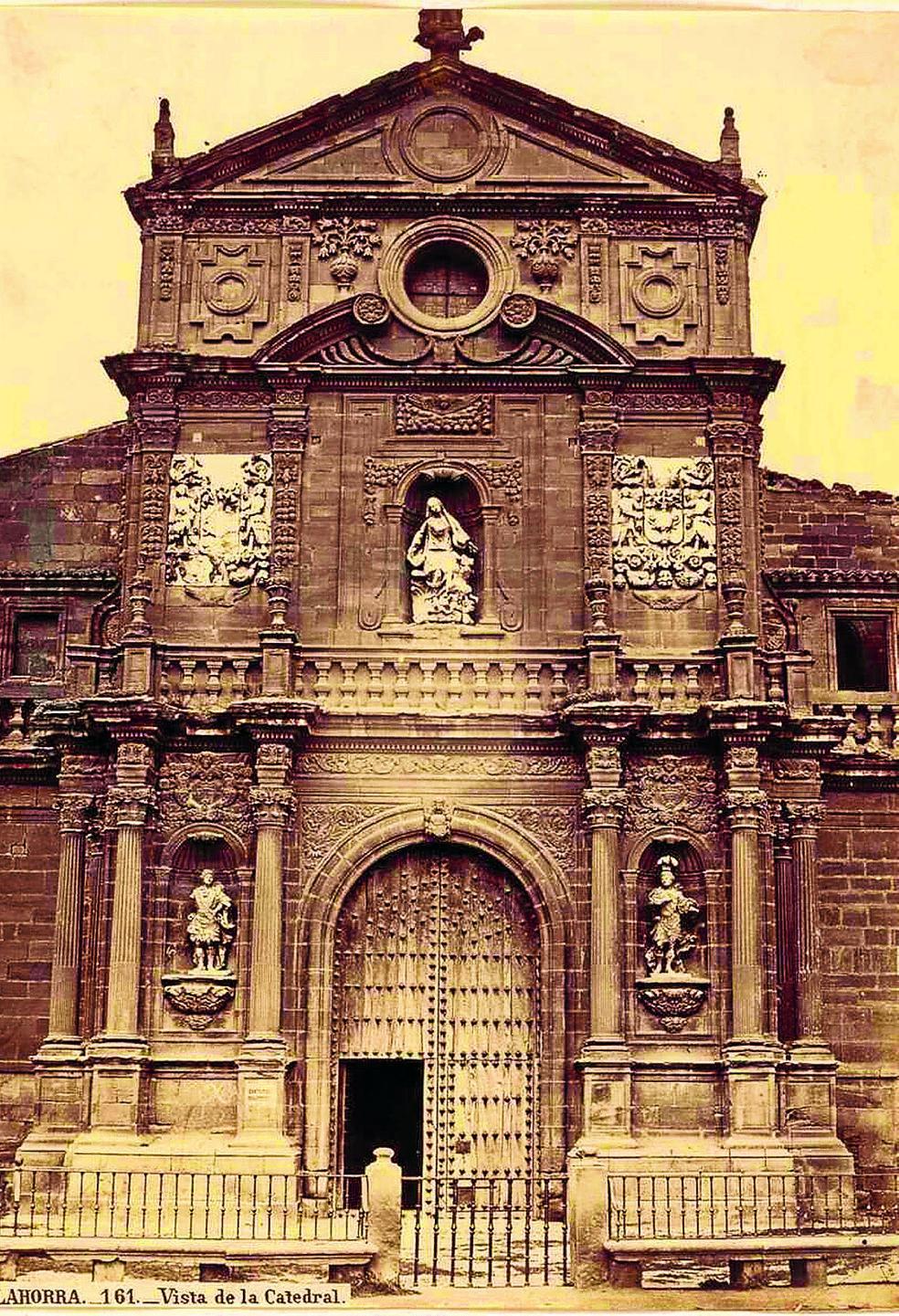 Fachada principal de la catedral de Calahorra