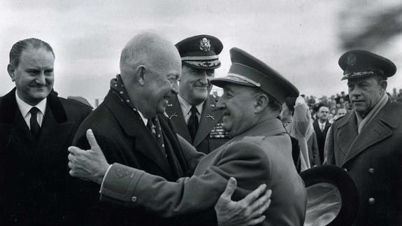 Francisco Franco recibe en Madrid a Dwight D. Eisenhower en 1959. /