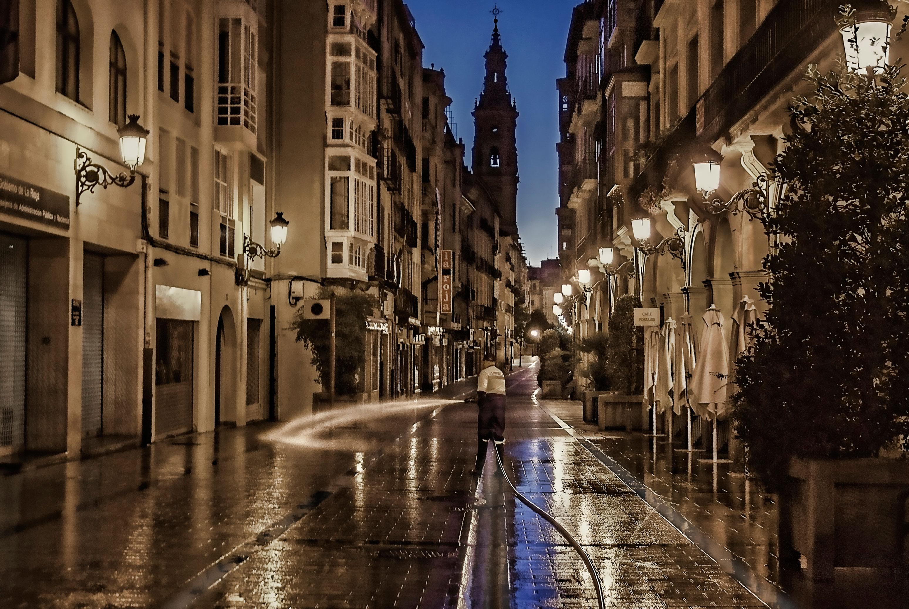 Vista Nocturna De La Magia De La Ciudad La Rioja
