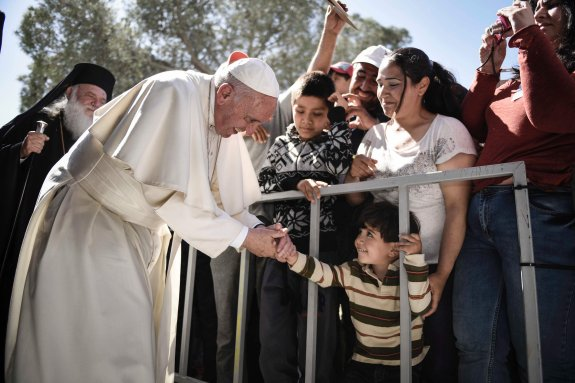 Francisco con los migrantes